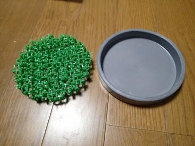 人工芝と塩ビのキャップ